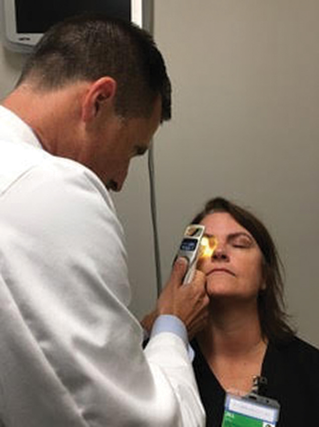 The iLux (Alcon) can be performed in the office to help clear the meibomian glands of patients with dry eye due to meibomian gland dysfunction. This can help set the stage for a successful refractive surgery.
